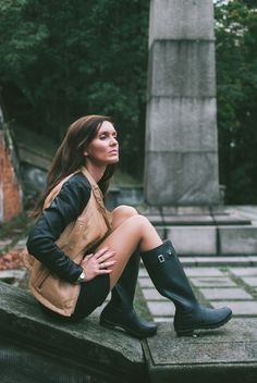 Ladies Wellies, Wellies Rain Boots, Botas Sexy, Wellington Boot, Rain Wear, Girls Wear, Hunter Boots, Flare Jeans, Female Bodies