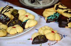 I biscotti al burro sono gustosi e friabili, perfetti per tutte le occasioni, dalla colazione al dopocena, sono dei biscotti semplici sempre apprezzati.