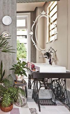 mesas feitas com pes de maquinas de costura - Pesquisa do Google Old Sewing Machines, Clawfoot Bathtub, Kitchen Living, Recycling, Sweet Home, Inspiration, Furniture, Design, Home Decor