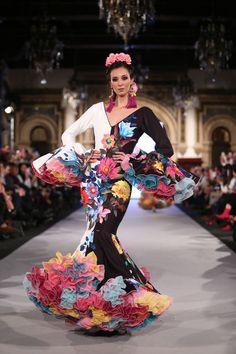 High End Fashion, Unique Fashion, Fashion Design, Spanish Dress, Spanish Fashion, Ballroom Dress, Traditional Outfits, Couture Fashion, African Fashion