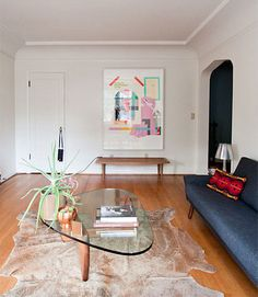 Modern Classics: The Noguchi Coffee Table. Is the one you have Wilke Winsor? Isamu Noguchi, Mesa Noguchi, Style At Home, Cowhide Decor, Noguchi Coffee Table, Cute Apartment, Home And Living, Living Room, Contemporary Rugs