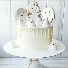 Spooky Halloween Cakes, Pink Halloween, Halloween Baking, Halloween Snacks, Halloween Birthday, Holidays Halloween, Happy Halloween, Halloween Decorations, Ghost Cake