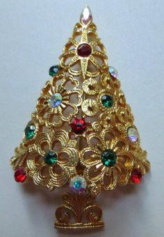 Vintage Corel Christmas Tree Brooch