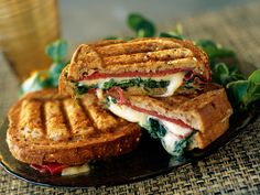 Croque monsieur with raclette cheeseSee the recipe of the raclette cheese croque monsieur >> S Raclette Cheese, Tostadas, Sandwiches, No Salt Recipes, No Cook Meals, Snacks, Street Food, Food Inspiration, Gourmet
