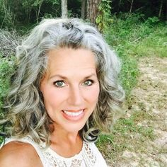 Gorgeous More Grey Hair Don't Care, Grey Curly Hair, Long Gray Hair, Colored Curly Hair, Curly Hair Styles, Grey Hair And Glasses, Grey Hair Journey, Grey Hair Inspiration, Gray Hair Highlights