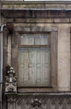 Damaged facades from South European places like Rome, Venice or Lisbon can be found in this category as texture and modeling material.