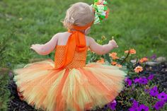 This gracefully designed pumpkin tutu outfit is bustling in shades of orange and green that are ideal to celebrate Thanksgiving or any other autumn-themed occasion. Handmad... #handmade #etsy #bighairbows #overthetop #boutique #babygirl #1stbirthday #babyclothes #hairbows #tutu-dresses #tutus-and-tutu-dresses ➡️…