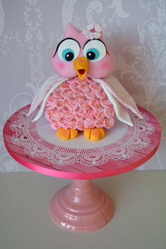 "owl cake - [someone else's caption, although the pinkness of its face & body also initially made me think ""piggy cake""] Fun Cupcakes, Cupcake Cookies, Beautiful Cakes, Amazing Cakes, Piggy Cake, Jungle Cake, Owl Cakes, Fantasy Cake, Dream Cake"