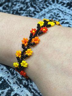 Handmade Jewelry Tutorials, Handmade Beaded Jewelry, Bracelet Crafts, Seed Bead Bracelets, Neon Flowers, Beaded Crafts, Beaded Bracelet Patterns, Bead Jewellery, Selling Jewelry