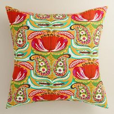 Featuring our exclusive paisley design, our vibrant throw pillow is made of high-performance fabric for long-term outdoor use and is available in two sizes.