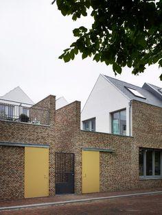 Als onderdeel van het stedenbouwkundig plan van West 8 zijn 34 woningen gerealiseerd aan het Molenplein in Den Helder.