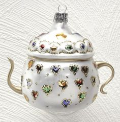 Bejeweled hearts teapot ornament would be so wonderful to give to Mom!  <3