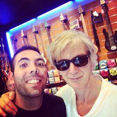 Oggi è passato a trovarci Tony Shanahan (Patti Smith Band) Rock N Roll! #bassplayer #pattismith #tonyshanahan #guest #specialguest #bass #bassguitar