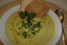 Báječná cuketová polévka Czech Recipes, Ham, Soup Recipes, Pesto, Dairy, Food And Drink, Eggs, Cheese, Fruit