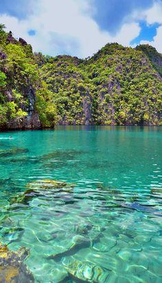 Kayangan Lake in Coron, Philippines - The crystal-clear turquoise waters of Kayangan Lake are absolutely surreal. Places To Travel, Places To See, Travel Destinations, Wanderlust, Philippines Travel, All Nature, Manila, Places Around The World, Maldives