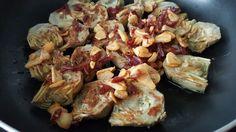 Hoy vamos con un plato super sano y muy sencillo de preparar, estas ALCACHOFAS A LA PLANCHA, perfecto para la operación traje de gitana, qu...