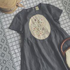 1枚でさらりと着るのに良さそうな Aラインのリネンワンピース。  ポケット付きです。  #NostalgicFlowers展