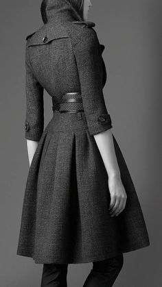 Love the details of this coat - particularly like that the sleeves are not worn at full length.