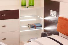 Hinterleuchtete Glasböden sorgen für eine angenehme, indirekte Beleuchtung.