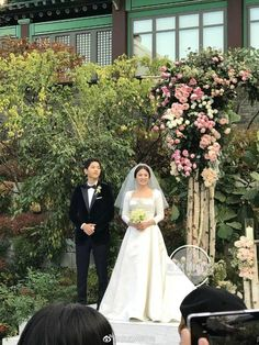 Song Joong Ki and Song Hye Kyo Are Officially A Married Couple