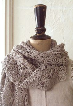 Linen shawl - crocheted with fine yarn, if you found the right pattern. Diy Crochet Scarf, Crochet Shawls And Wraps, Love Crochet, Crochet Scarves, Crochet Clothes, Easy Crochet, Knit Crochet, Crochet Fashion, Crochet Projects