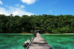Wisata Pulau Kakaban – Pulau Kakaban adalah salah satu pulau unik yang berada di Kepulauan Derawan, Kecamatan Derawan, Kabupaten Berau, Provinsi Kalimantan.