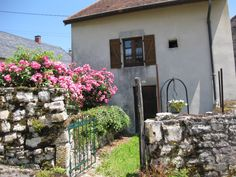 Gîte à louer à proximité du lac de Vouglans. http://gite-leger.jura-france.net