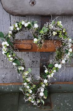 Heart my heart ... what life would be dull without you ... - Tie a wreath with backbone wire, covered with moss and then snowberry and Spanish moss - Sweet Autumn! | Lilies & Tulip