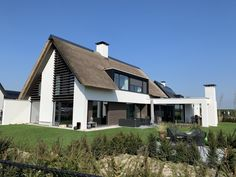 Van Erk Ontwerpbureau – Woning Eikbergveld I Facade House, House Roof, My House, Villa Aqua, Garden Architecture, Architect House, Building Design, My Dream Home, Future House