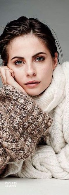 Jadranka & Beautiful world Gold Fashion, White Fashion, Fashion Photo, Winter Chic, Autumn Winter Fashion, Winter Style, Color Wheel Fashion, Warm Sweaters, Hello Autumn