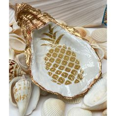Oyster Shell Crafts, Oyster Shells, Pineapple Art, Pineapple Design, Shell Jewelry, Jewelry Dish, Rock Jewelry, Seashell Art, Seashell Crafts