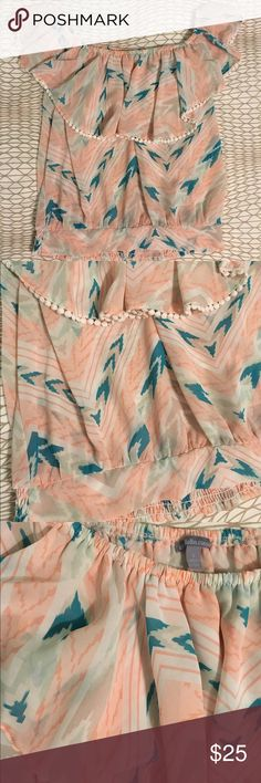 Beautiful summer blouse This top is amazing!  Worn a couple of times but still in great condition.  Features an elastic band at the bottom. Charlotte Russe Tops Blouses