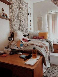 VSCO ky-p- A mix of mid-century modern bohemian and industrial interior style. Home and apartment decor decoration ideas home design bedroom l College Bedroom Decor, Boho Dorm Room, Cute Dorm Rooms, Diy Dorm Room, College Dorm Rooms, College Dorm Bathroom, Best Dorm Rooms, Dorm Room Shelves, Dorm Room Setup