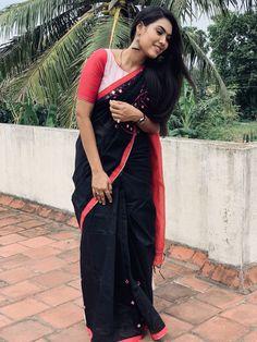 Eeramana rojave -- VijayTv Beautiful saree blouse design by Temple the designer studio rojave actress Blouse Designs Catalogue, Best Blouse Designs, Saree Draping Styles, Saree Styles, Saree Blouse Patterns, Saree Blouse Designs, Vijay Tv Serial, Reception Sarees, Saree Hairstyles