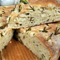 A Warm and delicious recipe for Italian rosemary focaccia bread. Italian Rosemary Focaccia Bread Recipe from Grandmothers Kitchen. Wheat Free Recipes, Gluten Free Recipes, Italian Bread Recipes, Osvaldo Gross, Rosemary Focaccia, Pan Sin Gluten, Bread Baking, Bread Food, Cooking Recipes
