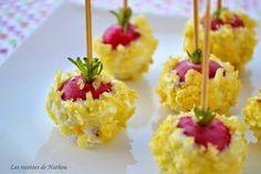 Radis en Croûte de Chips    -      1 botte  radis 10 chips salés  fromage frais style St Morêt  Nettoye radis, coupe la racine mais laisse un bout de queue, c'est plus joli :-) Épongez-les. Fouettez le fromage frais avec une fourchette pour le rendre plus malléable. Écrasez quelques chips au pilon. Piquez un petit bâton dans chaque radis et trempez-les dans le fromage frais pour bien les enrober. Parsemez-les de miettes de chips et disposez-les sur un plat. Gardez au frais avant de servir :-