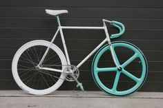 Custom bike built by Rick #fixie #aerospoke #celestewhite #colourway