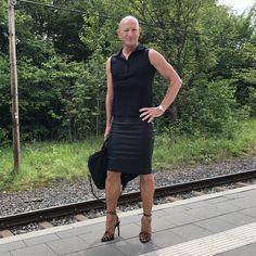 Man Skirt, Dress Skirt, Girly Man, Men Wearing Dresses, Men In Heels, Real Men, Feminine Style, Crossdressers, Going Out