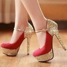 Zapatos altos, brillantes y cool