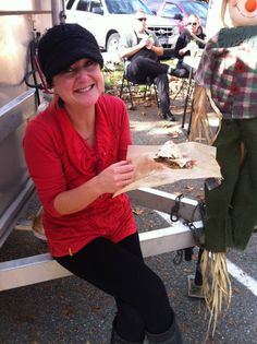 Photo courtesy of North Delta Farmers Market - Jen of Gypsy Trunk Vegan Food Cart taking a break! Vegan Food, Vegan Recipes, Farmers Market, Cart, Gypsy, Trunks, Fashion, Gourmet, Vegan Catering