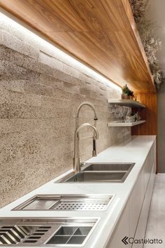 I loved the countertop of this kitchen with this beautiful coat with silver wood . Kitchen Room Design, Modern Kitchen Design, Home Decor Kitchen, Interior Design Kitchen, Home Kitchens, Diy Kitchen Island, Kitchen Dining, Kitchen World, Beautiful Kitchen Designs