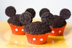 these are even cute Mickey Mouse cupcakes