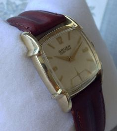 Wonderful Gruen Art Deco style 1956 Veri-Thin gold filled mens vintage Swiss watch. Professionally serviced.