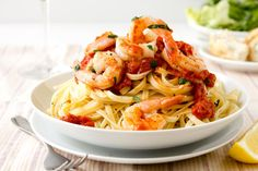 A new study linking pasta consumption to a lower body mass index (BMI) may have taken you by surprise. But before you start eating pasta for breakfast, lunch and dinner, consider these four factors. Shrimp Linguine, Linguine Recipes, Shrimp Recipes Easy, Fish Recipes, Seafood Recipes, Pasta Recipes, Cooking Recipes, Italian Dishes, Italian Recipes
