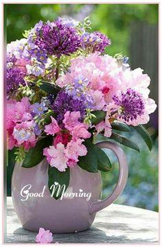 Flowers and Gardens : Photo Pretty Flowers, Fresh Flowers, Purple Flowers, Deco Floral, Arte Floral, Beautiful Flower Arrangements, Floral Arrangements, Flower Vases, Flower Art
