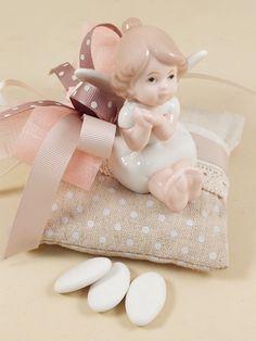 Deliziosa idea bomboniera comunione per una bambina. In'idea bomboniera originale, dai colori tenui, molto elegante e raffinata. Acquista il materiale che servirà per confezionarla all'ingrosso nello shop online Guerrini