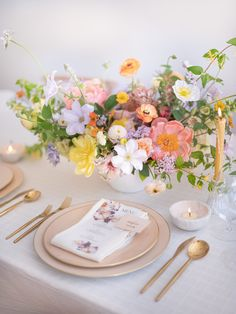 Tulip Wedding, Neutral Wedding Flowers, Spring Wedding Decorations, Spring Wedding Flowers, Wedding Table Flowers, Wedding Table Centerpieces, Wedding Table Settings, Floral Centerpieces, Spring Weddings