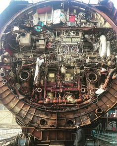 "Κιλ Μπιλ on Twitter: ""Soviet submarine Cut in Half . Photo taken on a shipyard during the dismantling… """