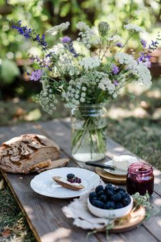Picnic Time, Summer Picnic, Elsie De Wolfe, Food Photography Styling, Food Styling, Chutneys, Pain Artisanal, Spring Aesthetic, Slow Living