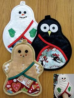 Pattern for these cute festive pot holders for the holidays!  Pattern includes full-size pattern pieces for the snowman, gingerbread man and penguin.